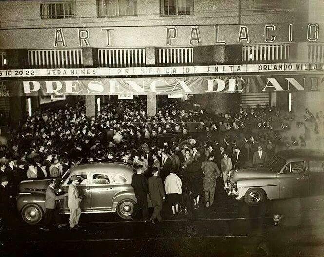 1951 - Cine Art Palácio com o filme A Presença de Anita.