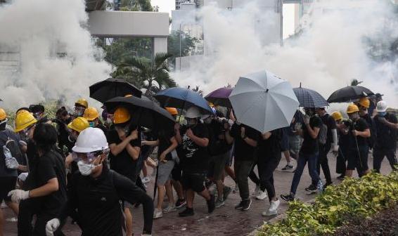 Hong Kong Protests Police Fire Nerve Gas Close To China S Hong Kong Photography Hong Kong Kong