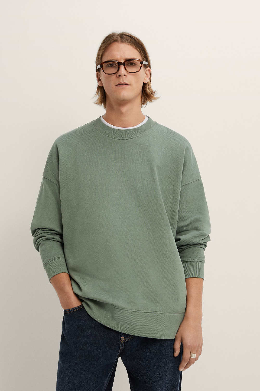 Oversized Faded Sweatshirt Zara India Sweatshirts Sweater Outfits Men Crewneck Sweatshirt Outfit [ 1500 x 1000 Pixel ]