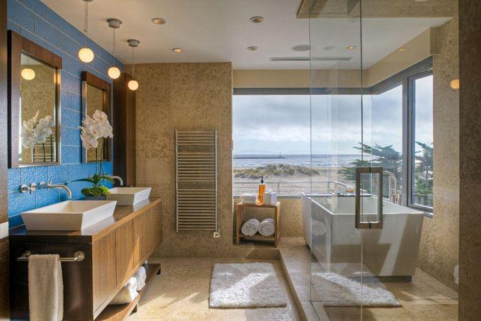 modernes-bad-blaue-wand-badezimmer-beleuchtung-hängelampen.jpeg (700 ...