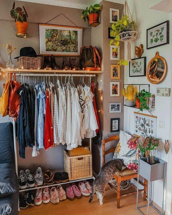 Ideas bonitas para que tu closet sin puertas no sea vea feo