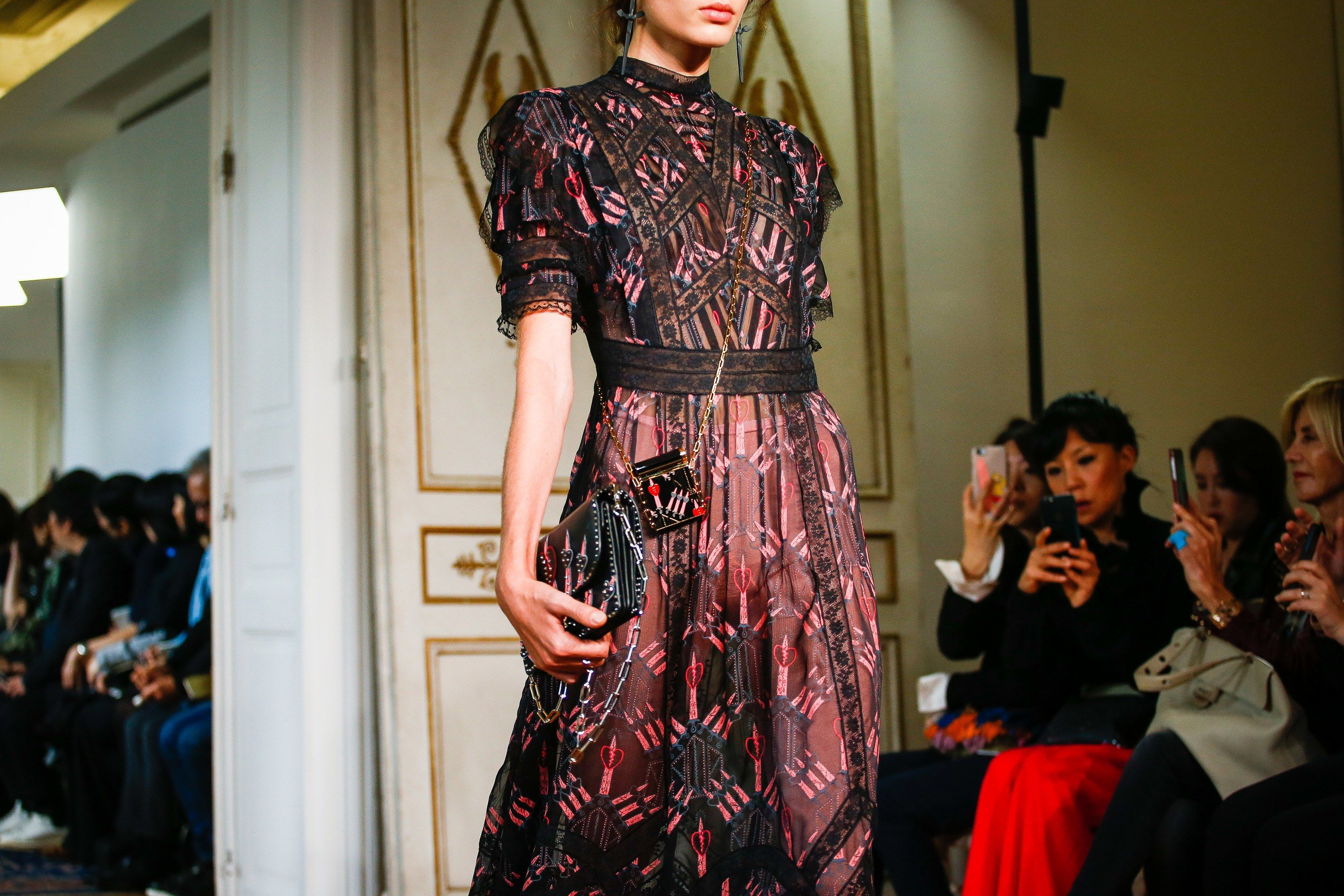 Valentino Spring 2017 Ready-to-Wear Atmosphere and Candid Photos - Vogue #pfw