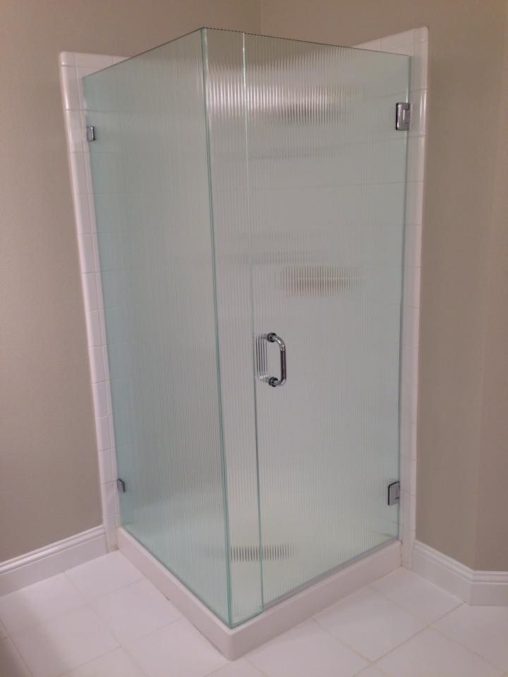 Frameless With Door Panel Return Reeded Glass And Chrome