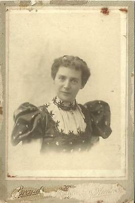 CABINET PHOTO WOMAN POSING LOVLEY STYLED LARGE DRESS