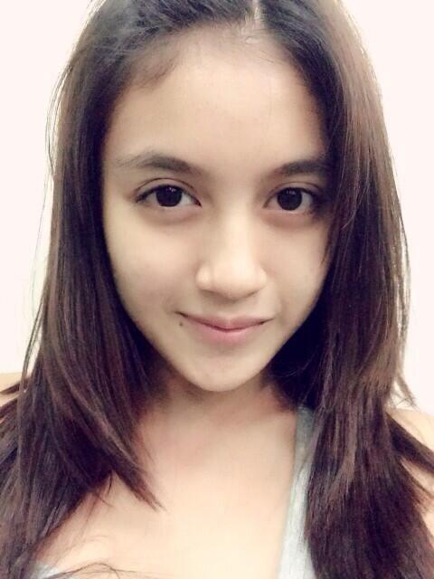 Hübsche, Sexy Asiatinnen Posen Für Aufmerksamkeit
