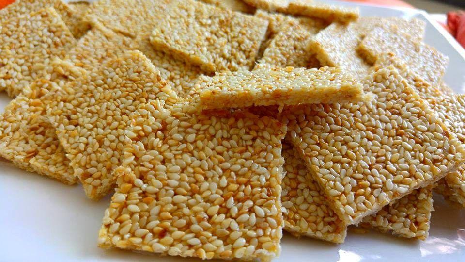 שומשומיות מתוקות טעם ילדות, הכנתי לאופק ביתי שאוהבת לנשנש אותם, ממתק קריספי, טעים, וקל להכנה ללא תנור :   חומרים:  300 גרם שומ...