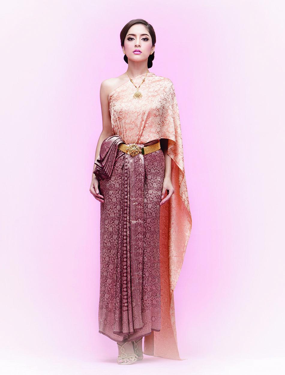 ชุดไทยจักรี - ไทยจักรีประยุกต์   Thai Traditional Dresses   Pinterest