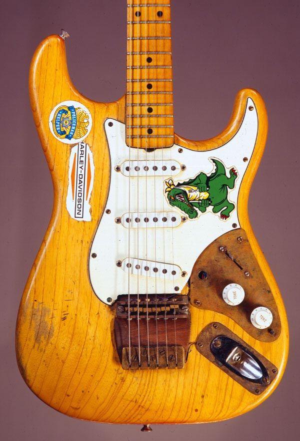 jerry garcia 39 s alligator guitar i 39 ve always liked a natural strat w white pickguard maple. Black Bedroom Furniture Sets. Home Design Ideas