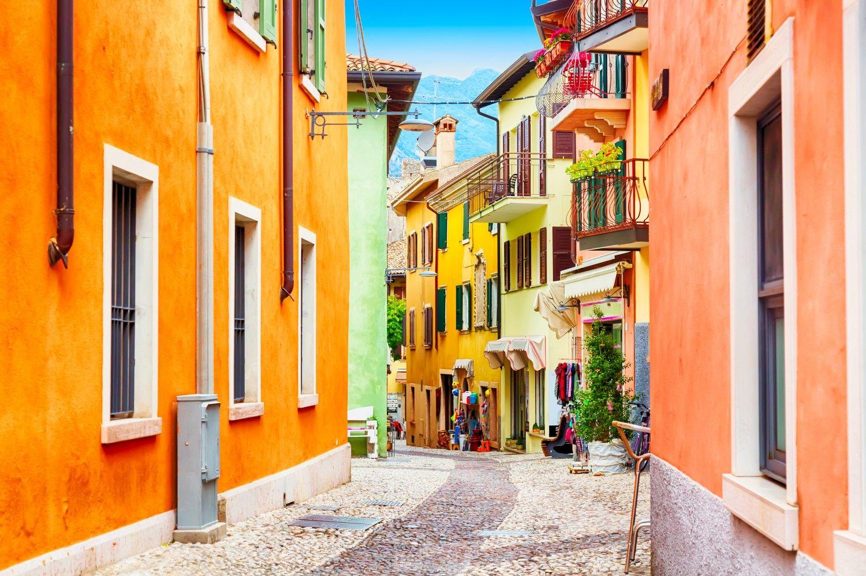 De Parel Huizen : Malcesine pastelkleurig en schilderachtig dit lieve dorp ook wel