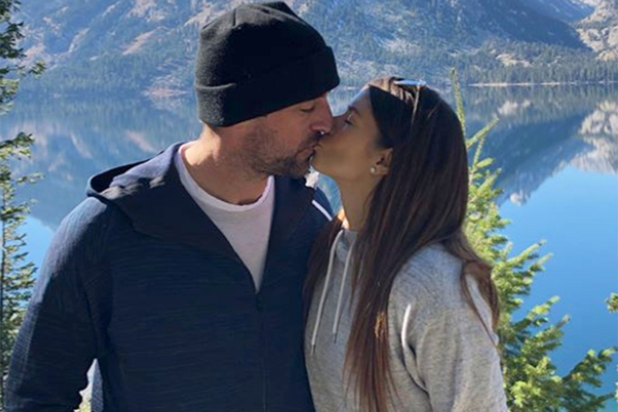 Pin By Crystal Naeger On Aaron Rodgers Couple Photos Couples Aaron Rodgers