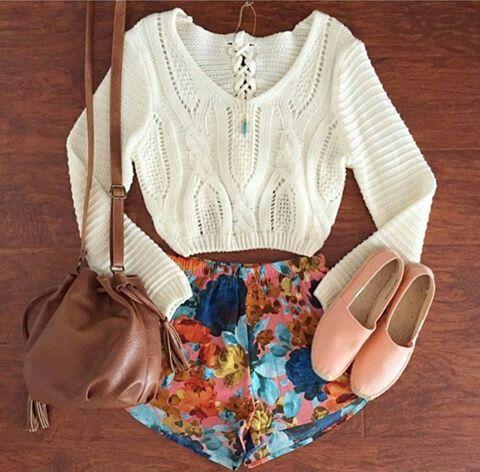 Los shorts de colores son los mejores para salir!