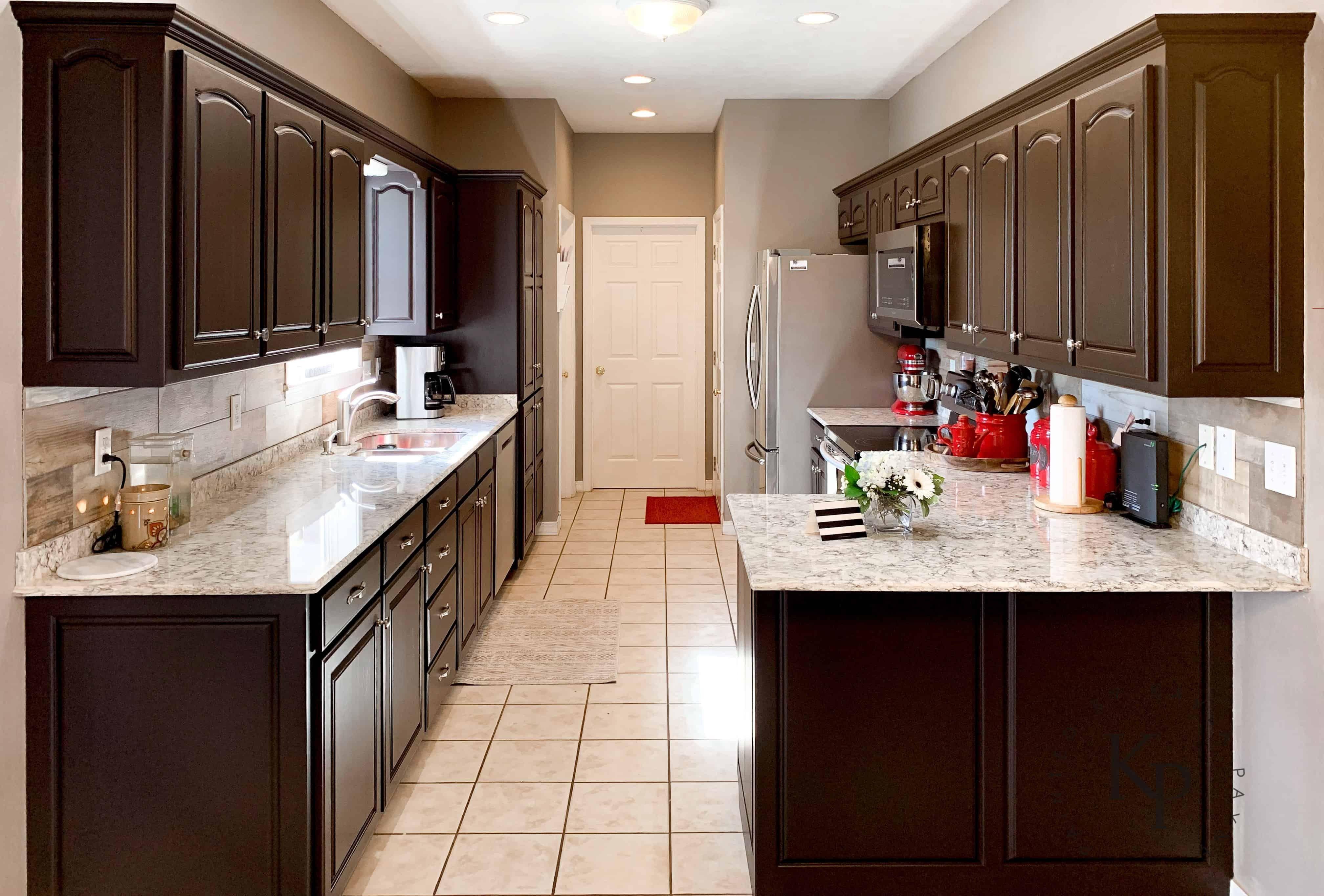 It S True Not Everyone Wants White Kitchen Cabinets Darkkitchencabinets Dark Kit In 2020 Espresso Kitchen Cabinets White Kitchen Cabinets Kitchen Cabinet Design