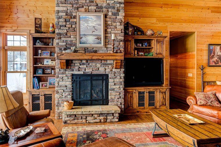 Soggiorno Rustico ~ Camino rustico pietra tavolo legno divano pelle soggiorno