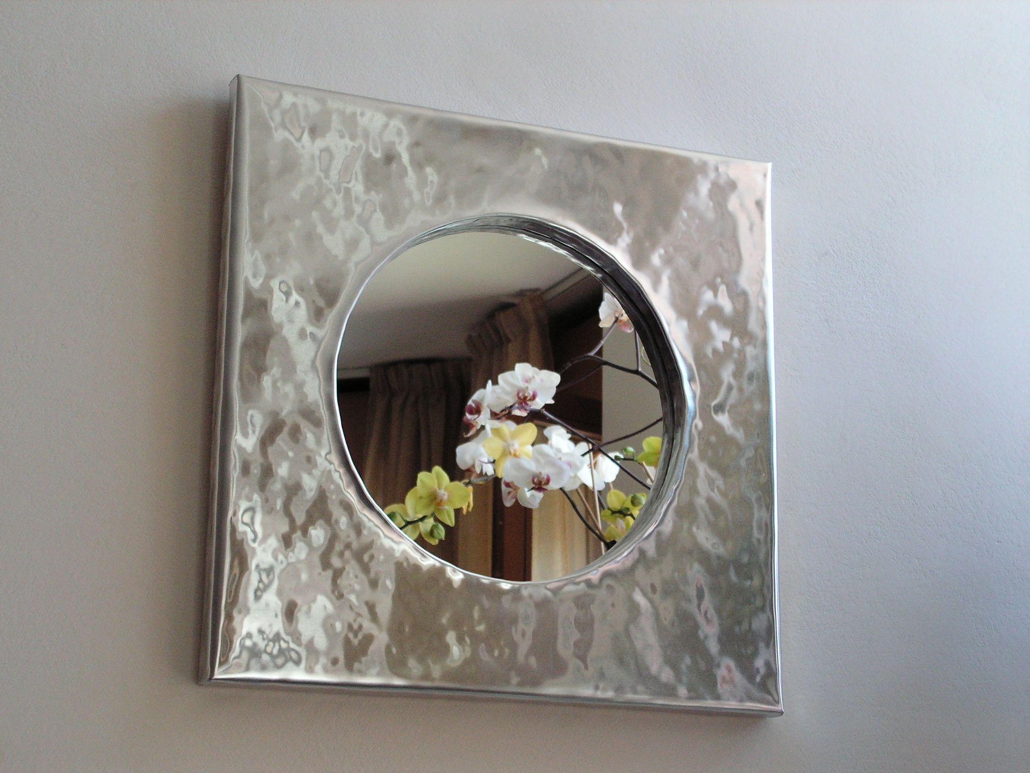 specchio con cornice in alluminio lavorata a mano dim