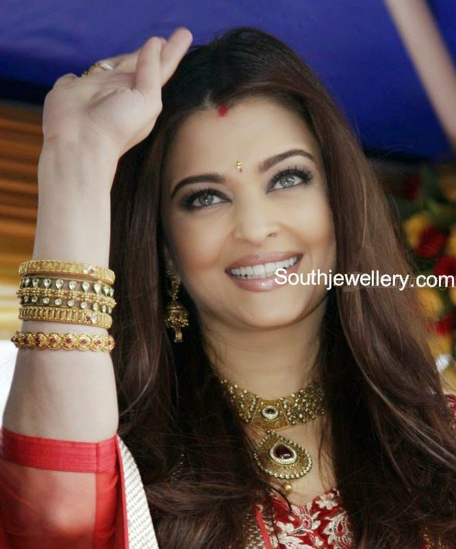 Aishwarya Rai In Antique Bangles And Necklace Set Gold Bangles Indian Gold Bangle Set Celebrity Jewelry