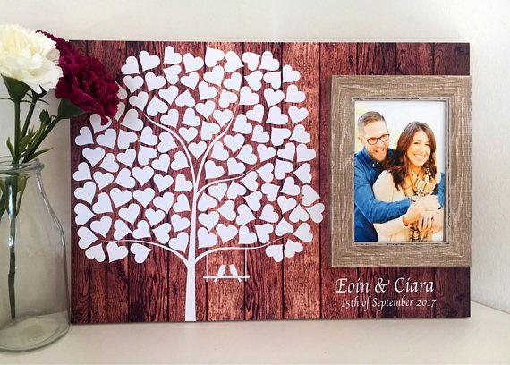 Alternative livre de mariage invité - planche de bois invité livre-mariage signature *** Notre alternative de livre de commentaires de mariage est un arbre rempli de 100 coeurs en attente d'être signés par vos invités. Ce livre bois parfait peut être fièrement affiché après