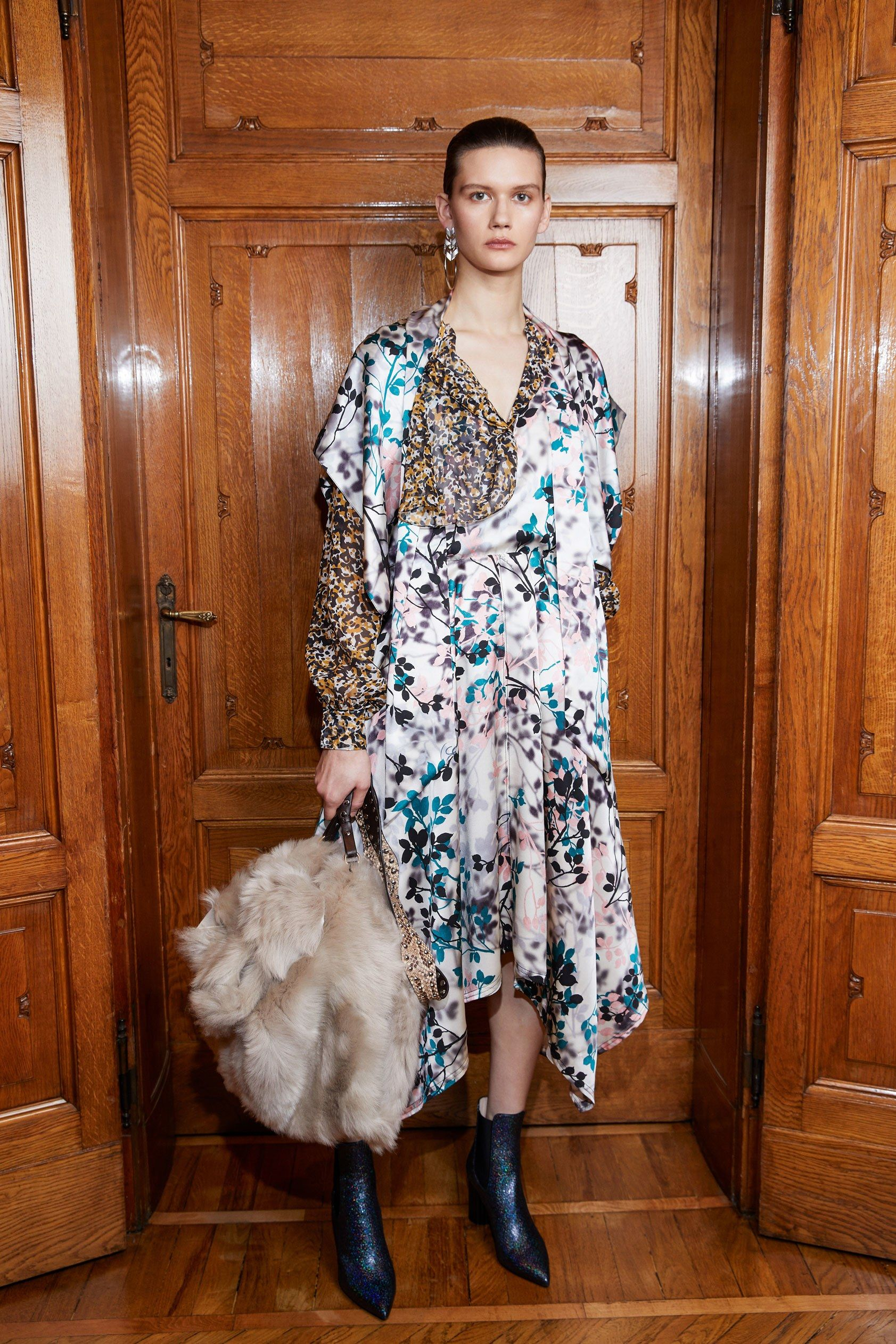 See the complete Roberto Cavalli Pre-Fall 2018 collection.