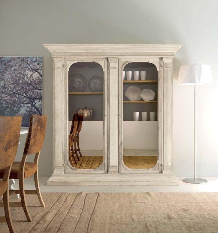 MM549 glass cupboard