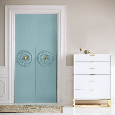 Dress up closet doors with painted ceiling medallions for added charm. & 3 So-Cute Ways to Make Over Big Boring Closet Doors | Ceiling ...