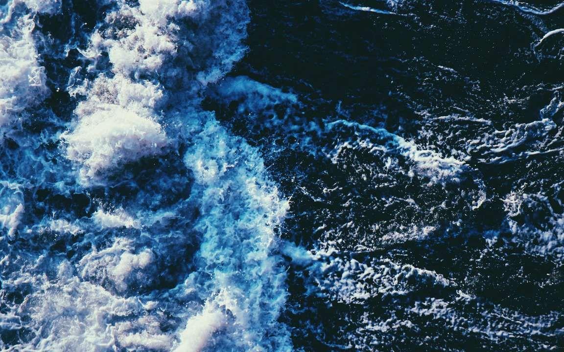 Download wallpaper 3840x2400 wave spray sea swash 4k