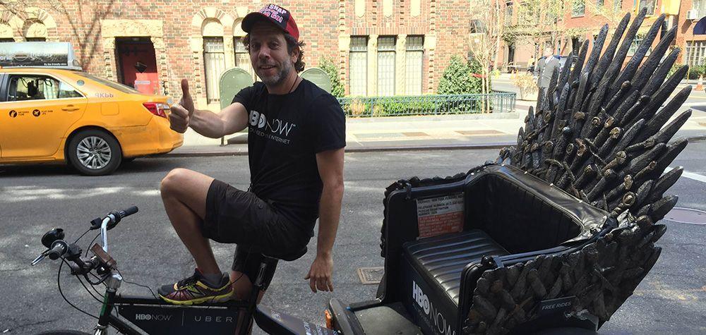 Vous êtes fan de Game of Thrones et vous avez toujours rêvé de vous asseoir sur le Trône de Fer ? Si vous habitez aux États-Unis, votre rêve pourrait bien devenir une réalité ! À New York, afin de communiquer sur le lancement de la saison 5 de la série, HBO a lancé une opération de street marketing amusante en collaboration avec le service de VTC Uber. Durant deux jours, lors de la commande d'un Uber, les utilisateurs du service ont eu l'opportunité de s'asseoir sur une réplique du célèbre…