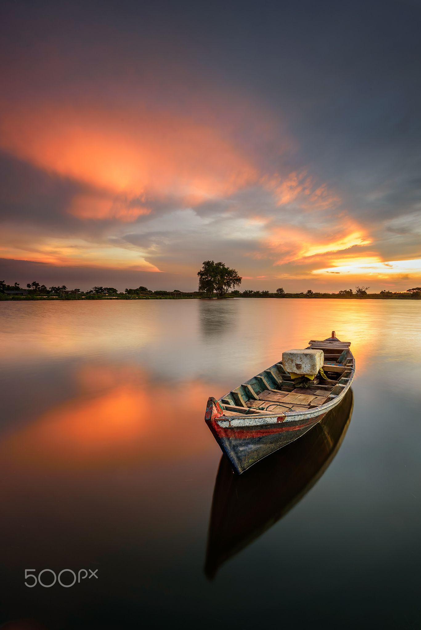 Lonely Boat Sunset At Banten Indonesia Boat Salt Water Fishing Salt And Water