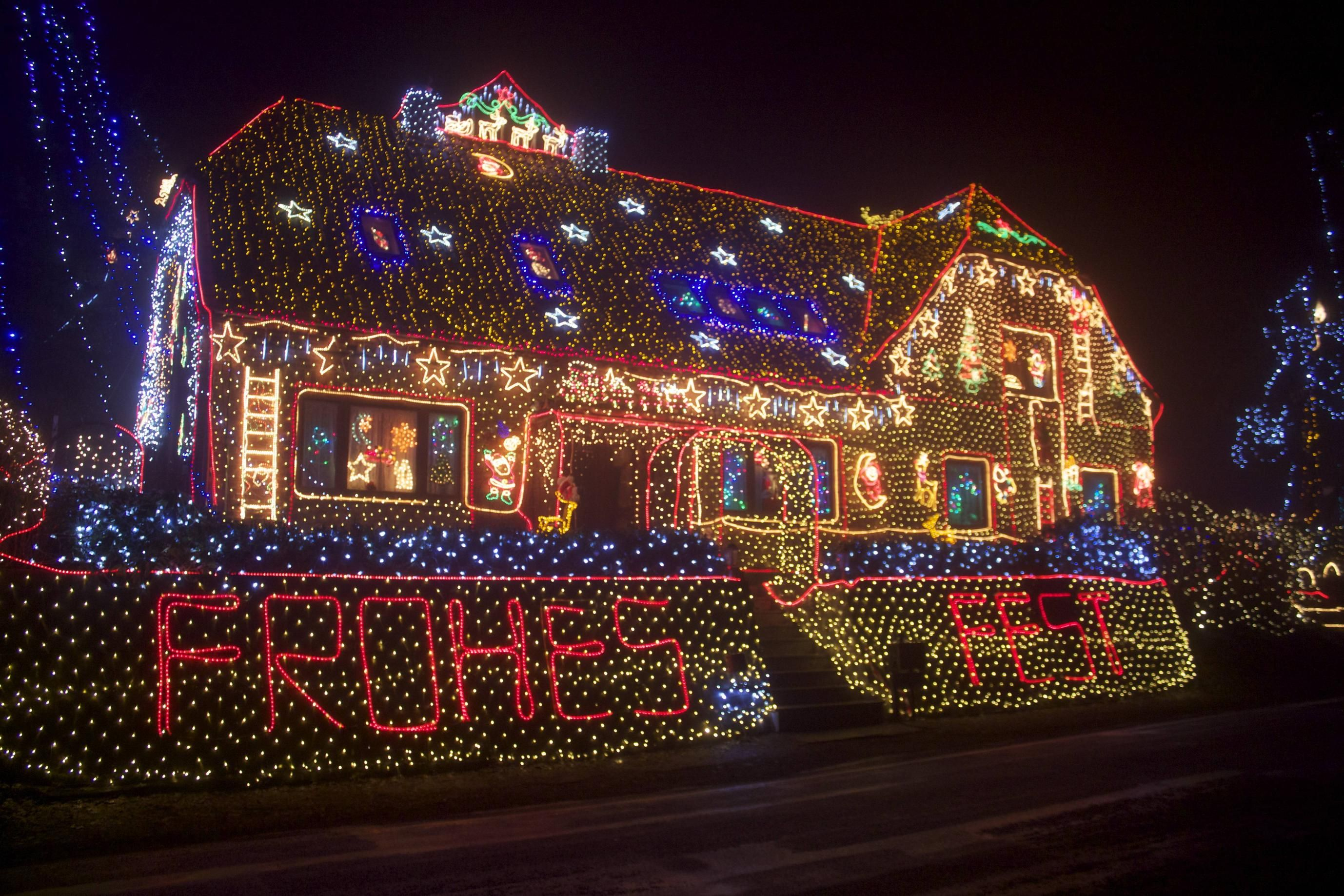 Christmas lights & Best. Xmas Lights. Ever: Europe   Christmas lights azcodes.com