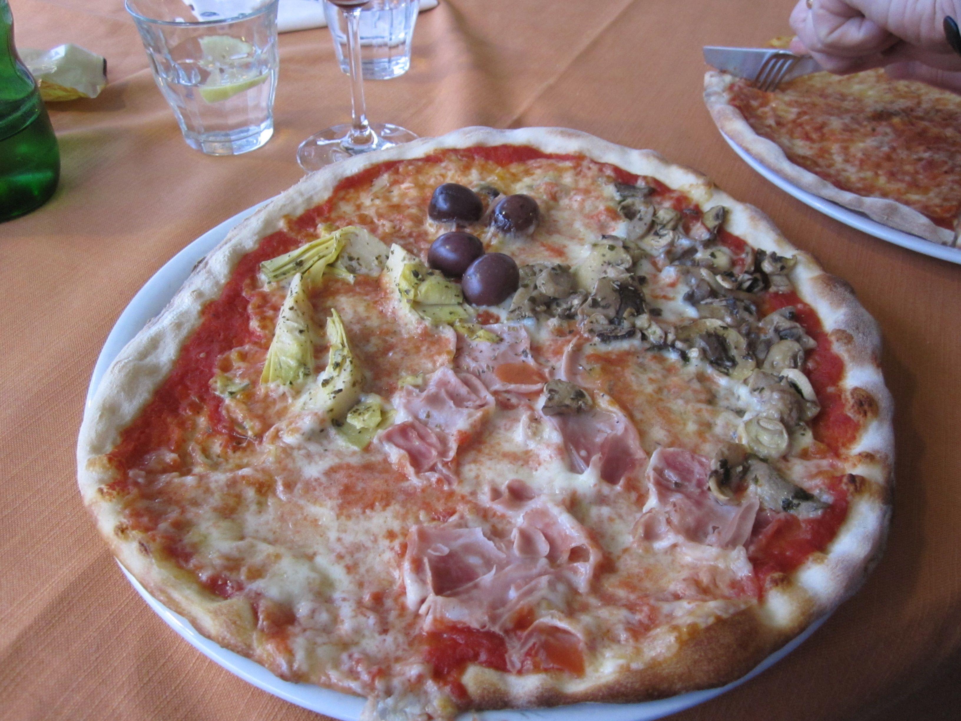 Pizza Hawaii Italien
