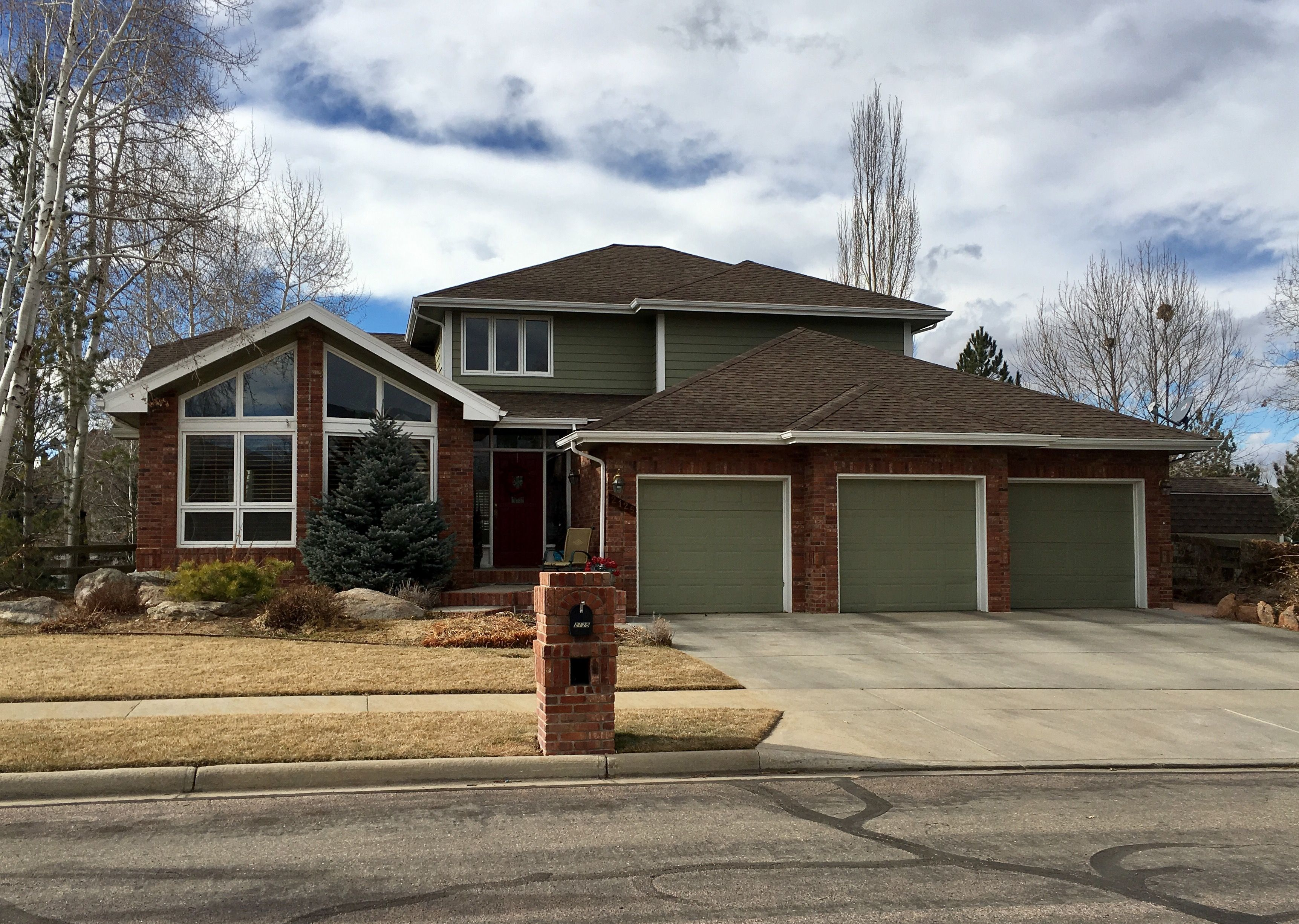 Best This Home In Longmont Has Barkwood Colored Shingles On The 640 x 480