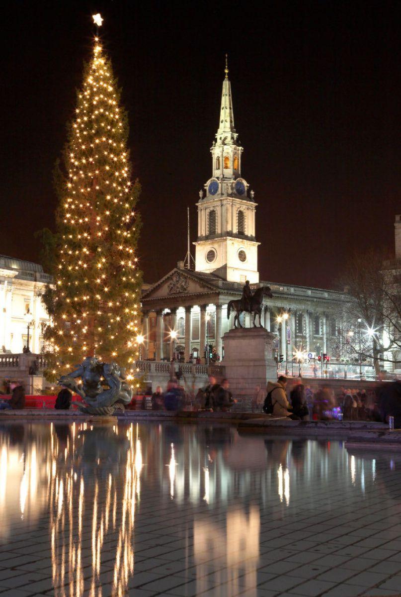 Pointy End Of The Christmas Tree Debate Toronto Star London Christmas Christmas In England London