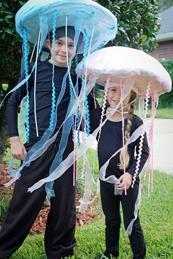 Carnival costume itself make colorful jellyfish (mit ...