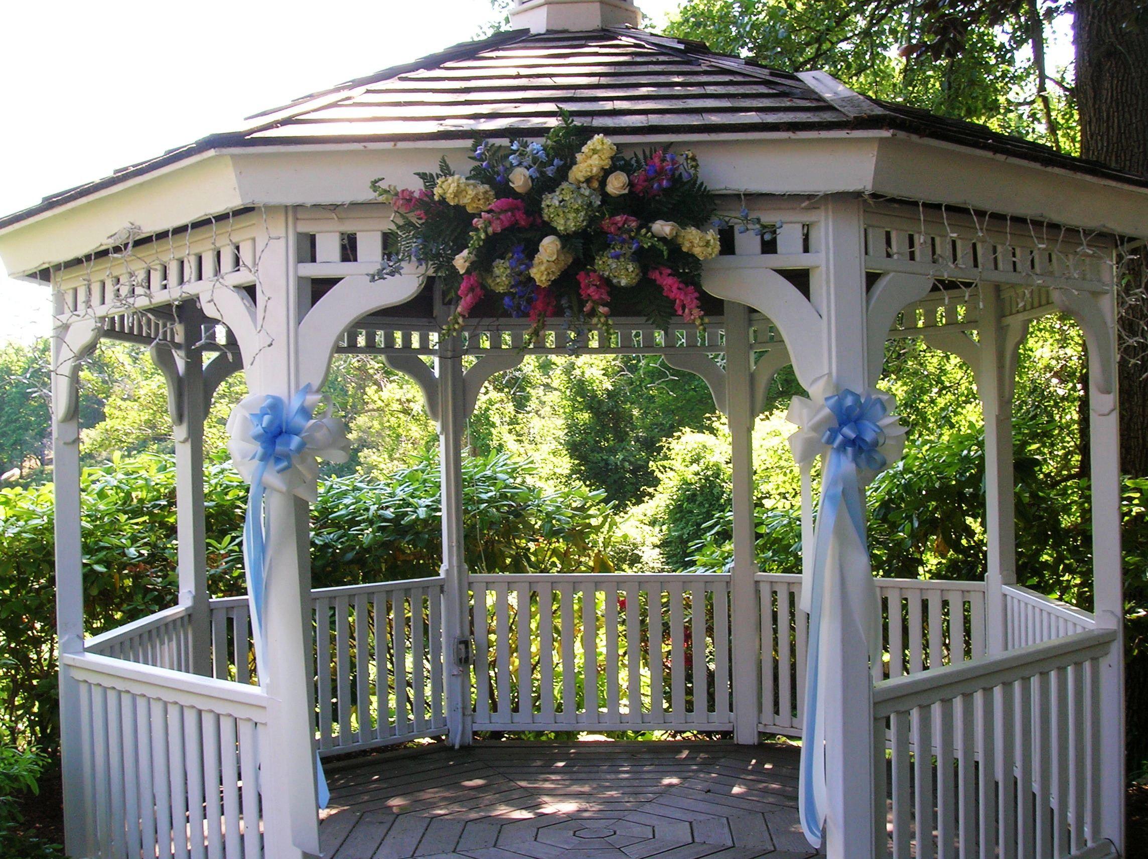 Outdoor weddings wedding gazebo decorating ideas outdoor for Outdoor wedding gazebo decorating ideas