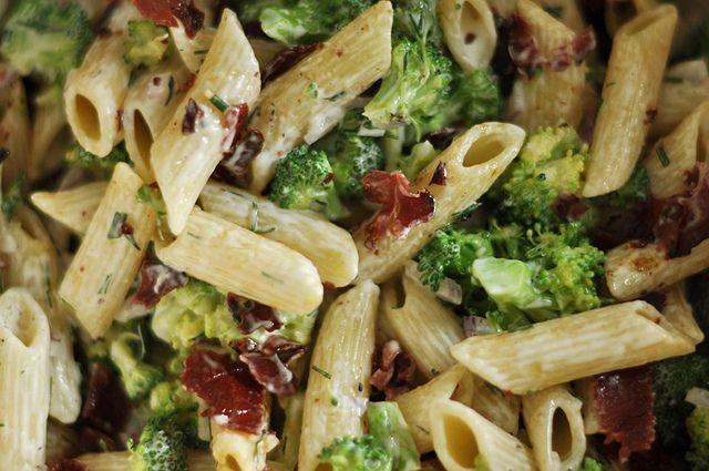 Nudelsalat mit Brokkoli und Ranch Dressing | Yumm! | Pasta ...