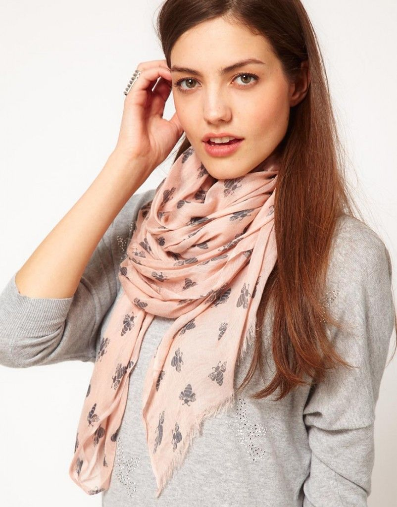 Comment porter et mettre un long grand foulard rectangle autour du ... 0f4c391bf62