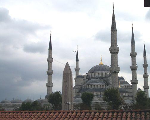 #BlueMosque #minaret #dome #Istanbul #Turkey (photo lindacolsh)