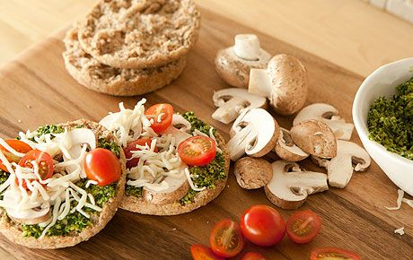 Healthy ideas for packing a lunch.