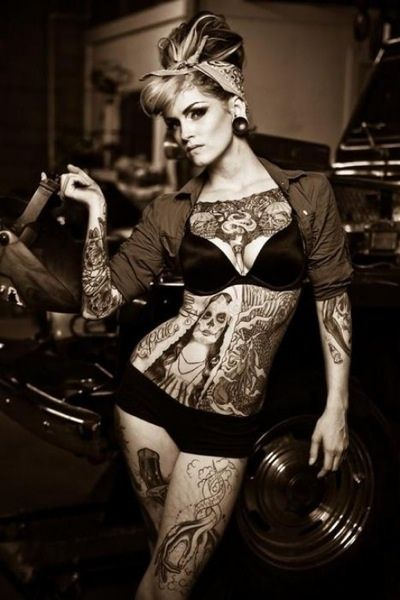 Tatoo femme garage mort cr ne blonde moto voiture for Assurance voiture garage mort