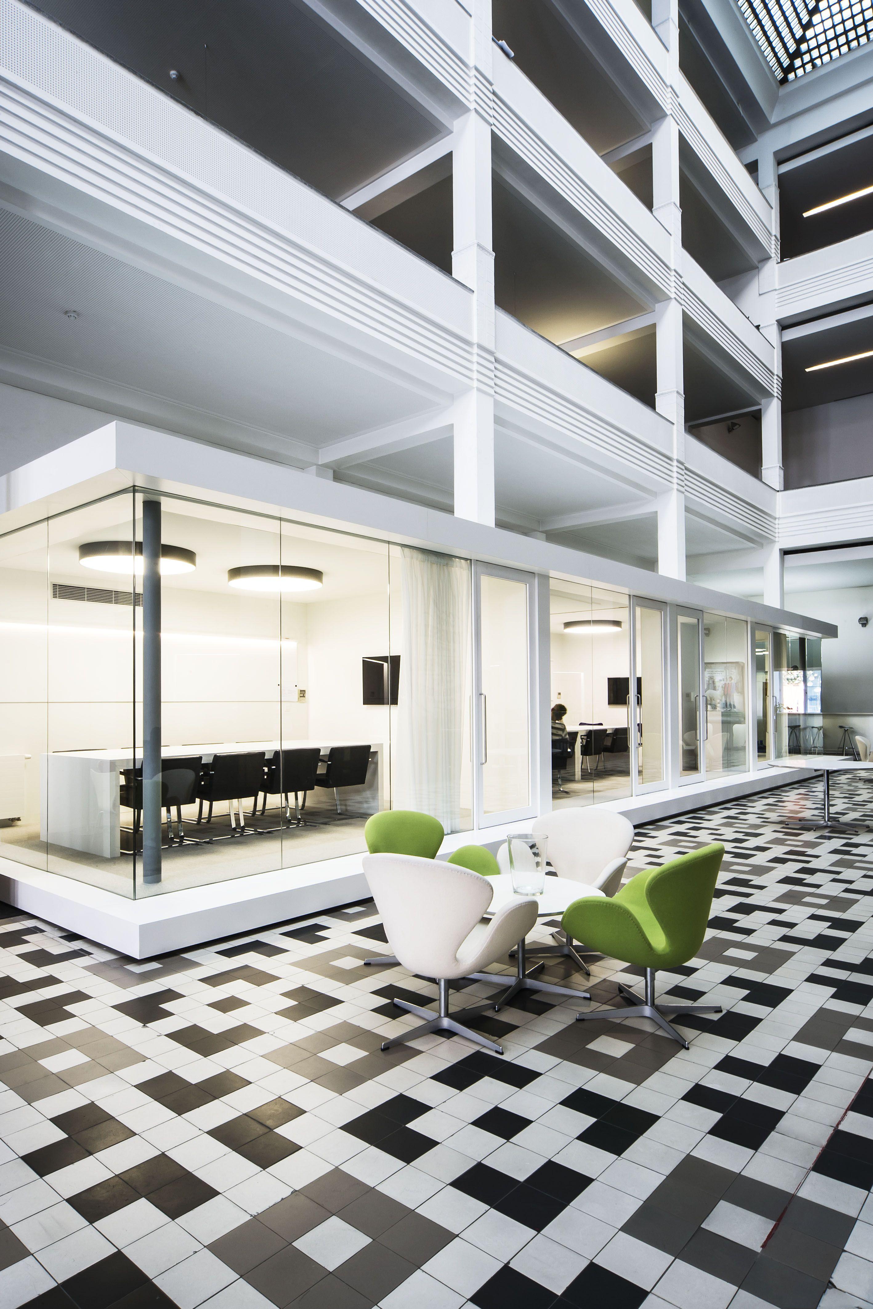 LEO BURNETT OFFICE DARK HOEK Prolicht SIGN s black & white architecturallighting project at Brussel BE fice space Офисы