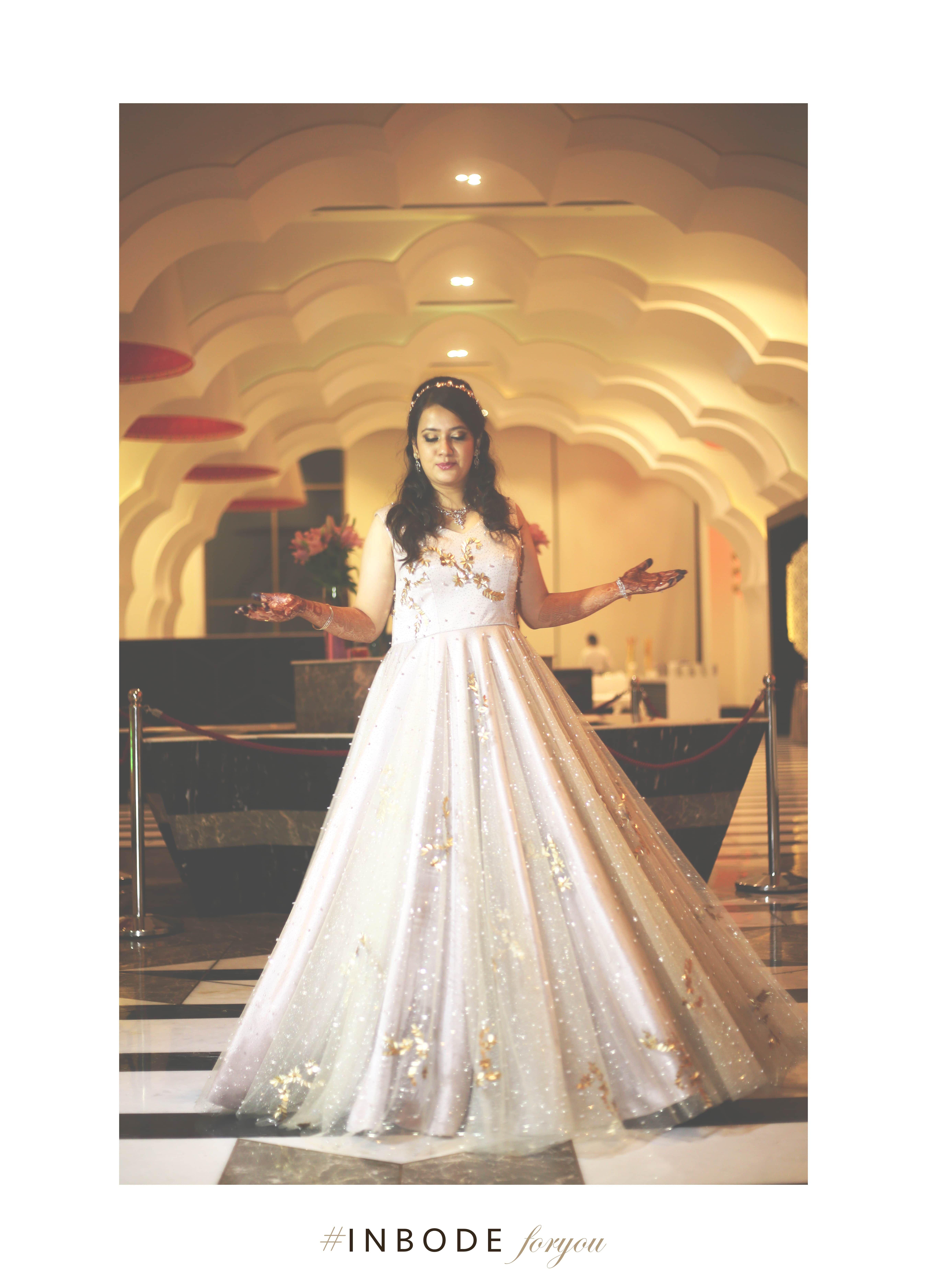 Minimal bridal outfit! Perfect for ball themes! #minimal brides #westernbride #odernbrides #wedmegood #bridal #bridesmaid #photography #weddingphotography #inbode #inbodeforyou