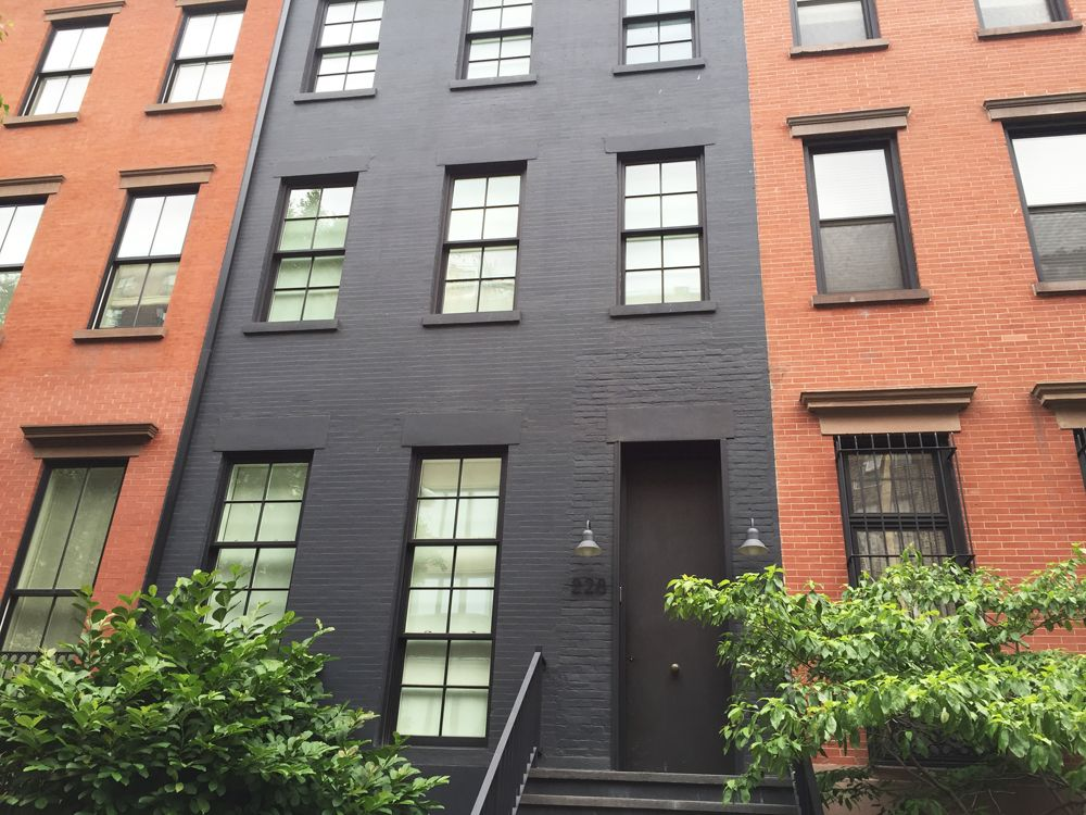 Dark Grey Painted House Exterior Chelsea Nyc Townhouse House Exterior Painted Brick Exteriors Black House Exterior