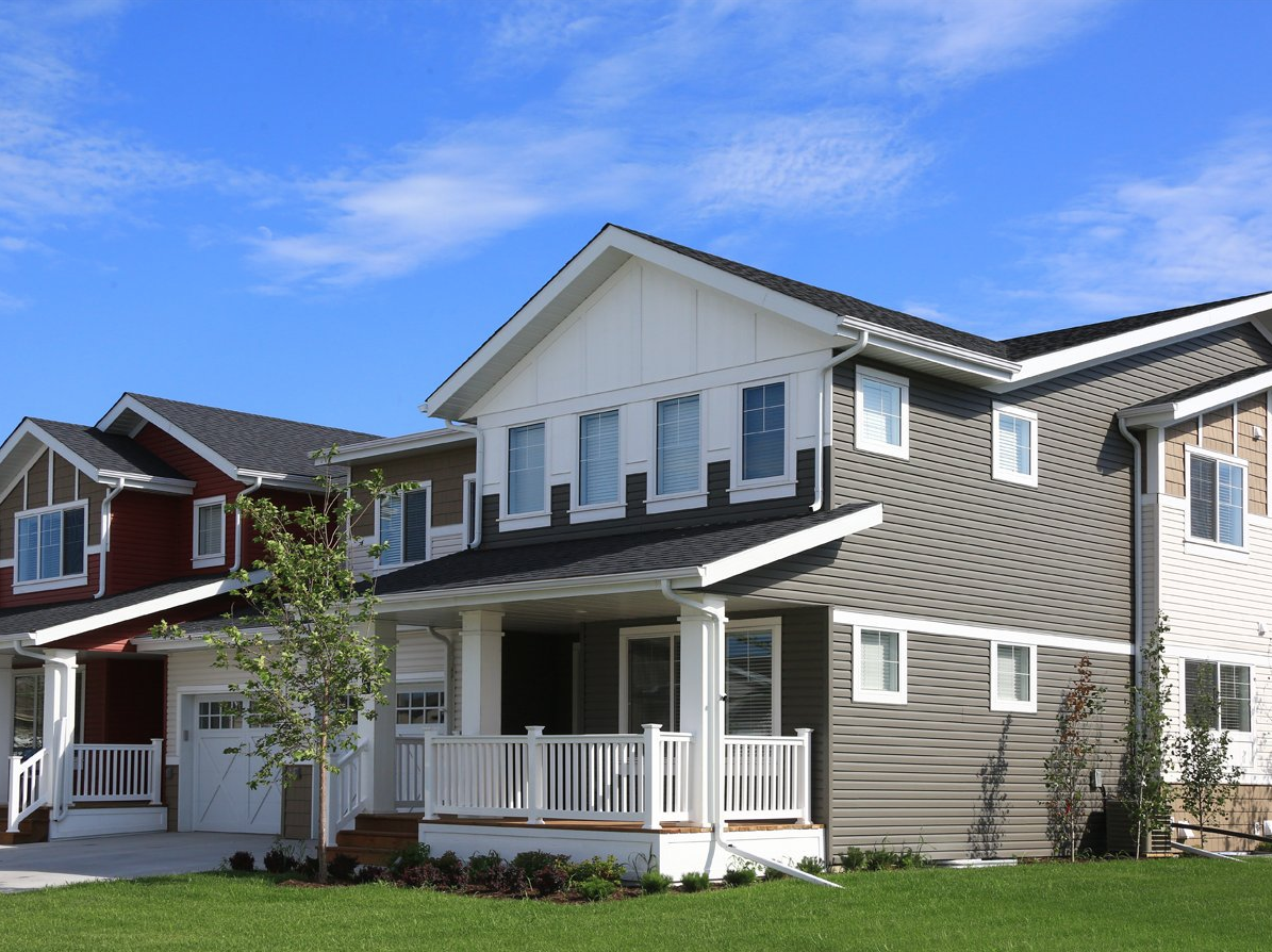 Kaycan Vinyl Siding Castlemore Siding With White Gables And Trims Grey Gray Rustic Urban Bold Definition