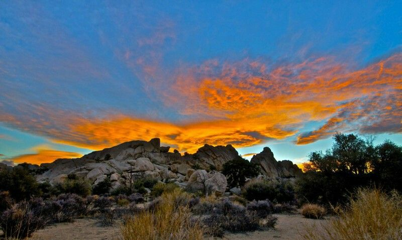 A Blazing Sunset Ends The Day In The Mojave Desert Mojave Cloud Wallpaper Wallpaper