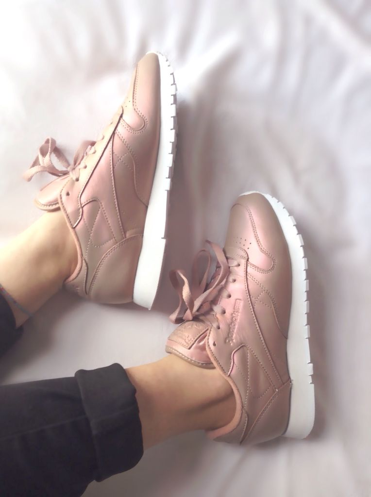b5cfeb5bf788 Reeboks classic pearlized pink leather