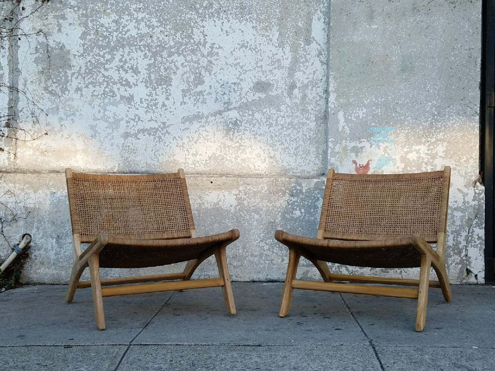 Low profile teak lounge chair with caning