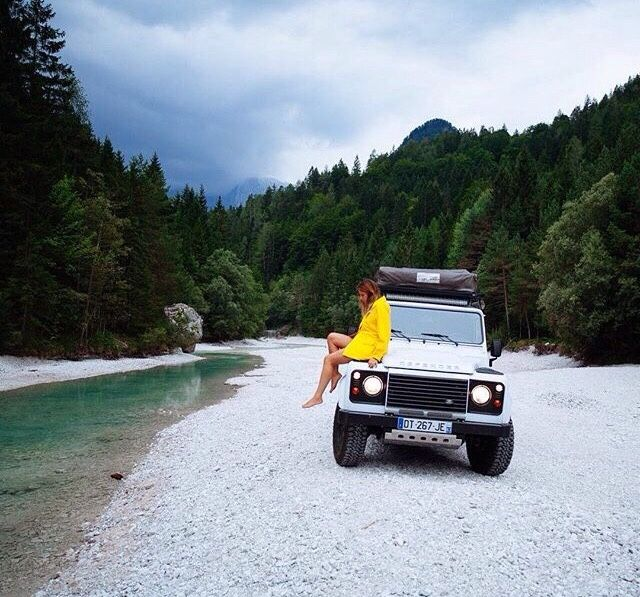Posing in yellow on land Rover Defender ★ App for Land