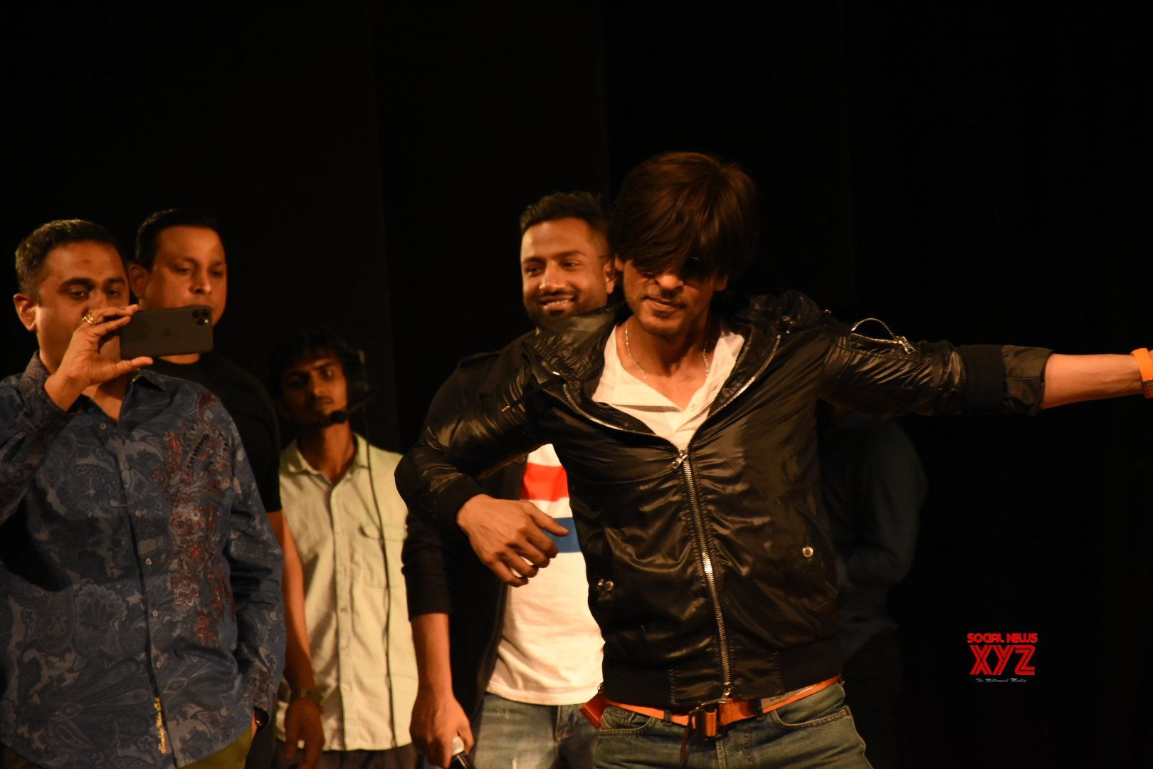 Shah Rukh Khan Birthday Celebration With Fans At St
