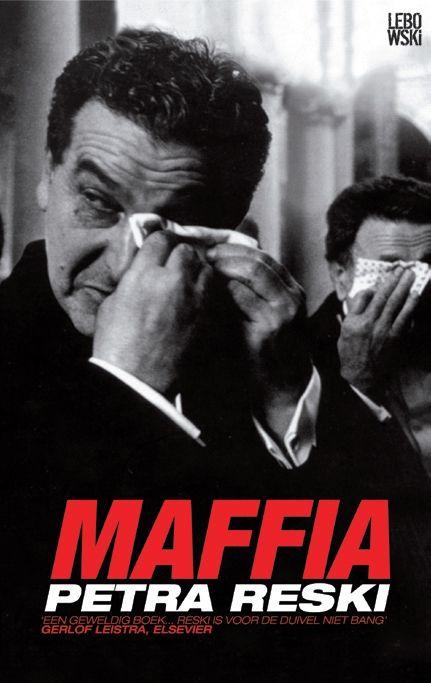 In Maffia toont Reski de verwevenheid aan van maffia, overheid en religie. Ze interviewde zowel openbare aanklagers als advocaten van maffiabazen en presenteert op die wijze een zeer breed en onthullend beeld van een maatschappij binnen een maatschappij. Maffia: over peetvaders, priesters & pizzeria's - Petra Reski #lebowski #boek #maffia #interviews