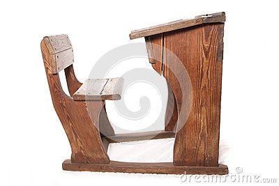 Oude uitstekende schoolbank en stoel