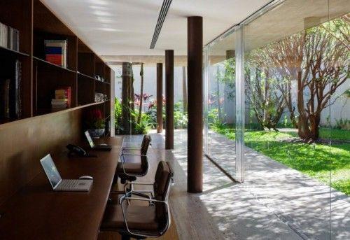 La maison Toblerone au Brésil  un cocon de bois et de verre