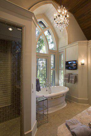 Una bañera para no salir de ella/ #baño con vistas/ #decoracionbaño #diseñobaño #bañera #estiloclasico #badebaño